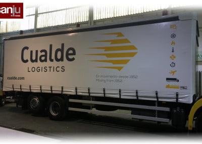 Camión de toldo rotulado en nuestro taller de Sant Boi