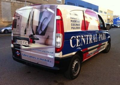 Combinación de vinilo impreso y vinilo de corte para furgoneta de empresa local de Hospitalet