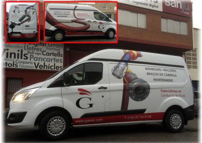 Composición, boceto y rotulación de las furgonetas de Gassó