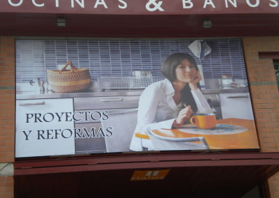 Impresión digital gran formato sobre lona instalada en Cornellà de Llobregat