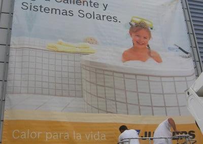 Impresión digital gran formato sobre lona, pancarta instalada con estructura en Sant Boi de Llobregat