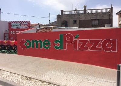 Letras fresadas y decoradas en vinilo para pared rebozada, instalado en Piera