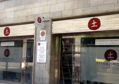 Logos para carteles de madera instalados en Barcelona