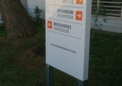 Monolito de bienvenida en empresa de Barcelona