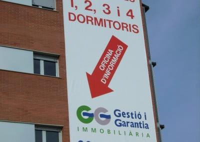 Pancartas de promociones inmobiliarias