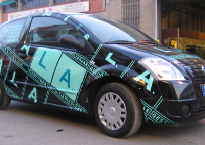 Rotulación en vinilo para vehículo comercial en Barcelona